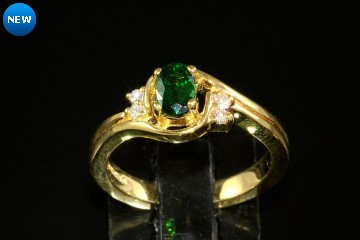 18kyg Tsavorite garnet and diamond ring