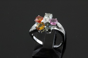 18kwg colored sapphire and diamond ring