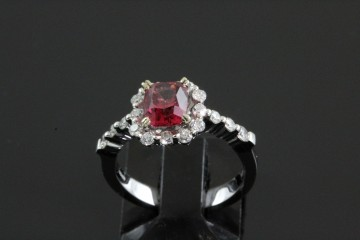 14kwg spinel and diamond ring