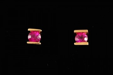 18kyg ruby stud earrings