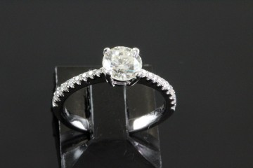 18kw diamond solitaire engagement ring