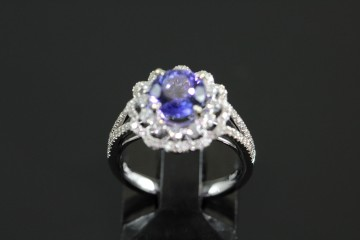 18kwg tanzanite and diamond ring