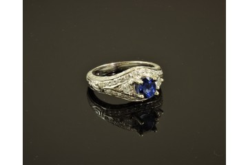 18kwg Ceylon sapphire and diamond ring
