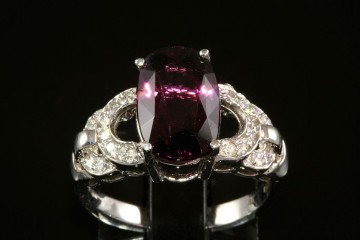 18kwg purple spinel and diamond ring
