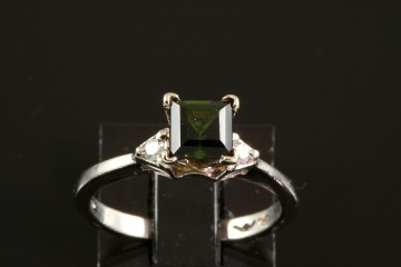 Plat. tourmaline and diamond ring