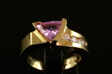 18kyg pink spinel and diamond ring