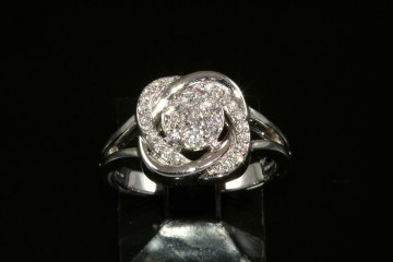 14kwg diamond fashion ring