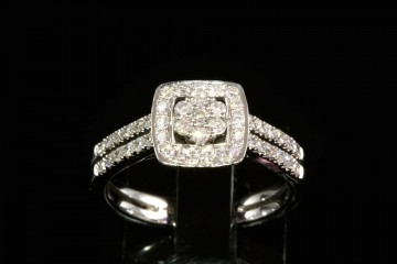 18kwg diamond fashion ring