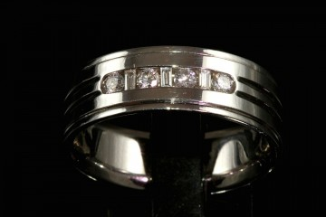 14kwg man's diamond wedding band