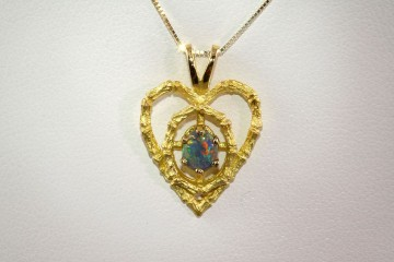 14kyg heart shaped pendant with opal
