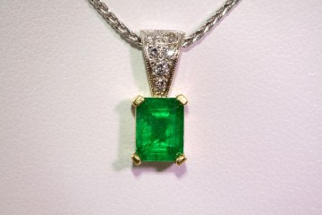 18ktt emerald and diamond pendant