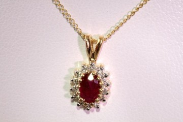 14kyg ruby and diamond pendant