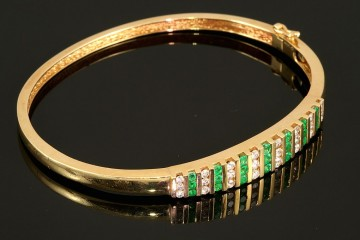 14kyg emerald and diamond bangle bracelet