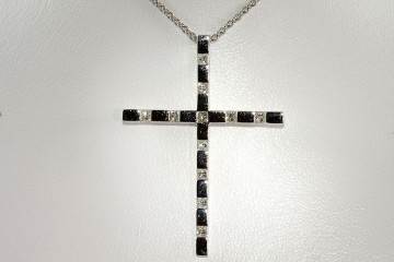 18kwg diamond cross pendant