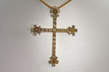 18kyg diamond cross pendant