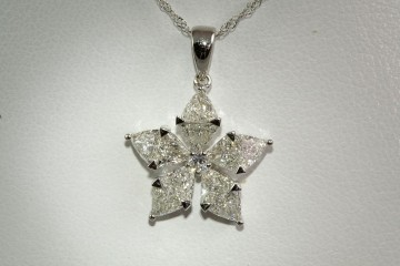 18kwg trillion diamond pendant