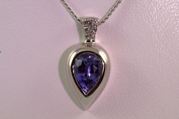 18kwg tanzanite and diamond pendant