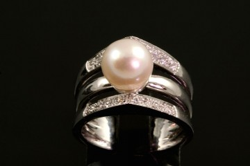 18kwg pearl and diamond ring