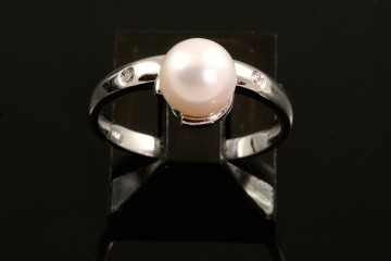 18kwg cultured pearl and diamond ring