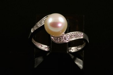 14kwg pearl and diamond ring