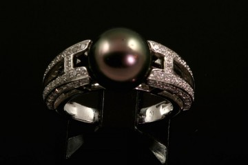 18kwg Tahitian black pearl and diamond ring