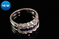 18kwg sapphire and diamond band-style ring