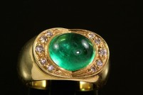 18kyg cabochon emerald and diamond ring