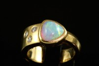 18kyg crystal opal and diamond ring