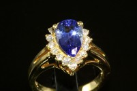 18kyg natural tanzanite and diamond ring