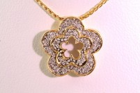 14kyg diamond flower pendant