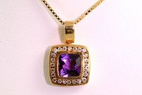 18kyg amethyst and diamond pendant